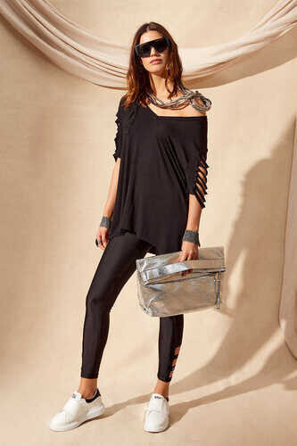CUT OUT SLEEVE T-SHIRT IN BLACK - Thumbnail