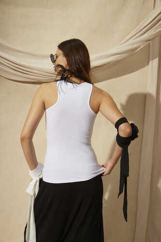 DOUBLE LAYER TANK TOP WITH CUT OUT SIDE DETAIL