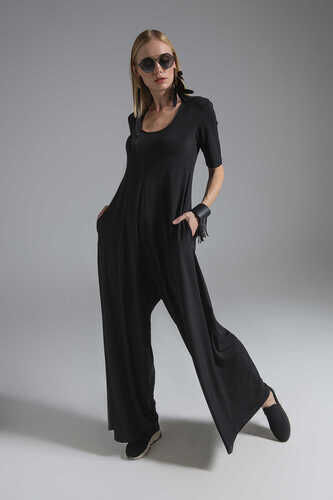JUMPSUIT WITH SHORT SLEEVE AND SCOOP NECK