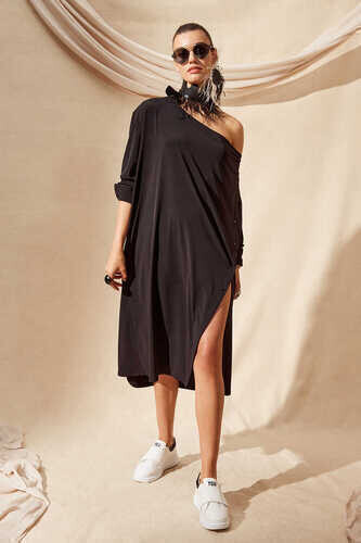 LONG SLEEVE DRESS WITH COWL NECK IN BLACK - Thumbnail