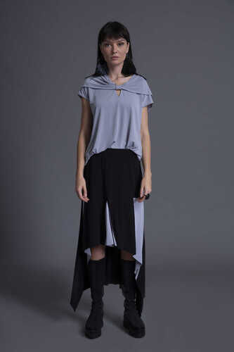 SHORT SLEEVE KEYHOLE FRONT TOP